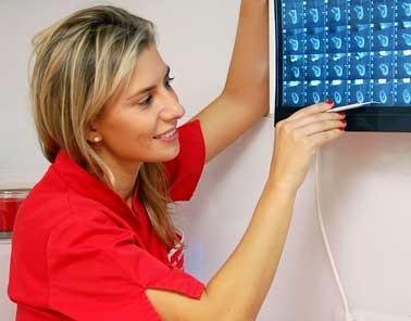 https://www.periodonciavigo.com/nueva-web/wp-content/uploads/2015/11/periodoncia-xiana-pousa-378x296.jpg